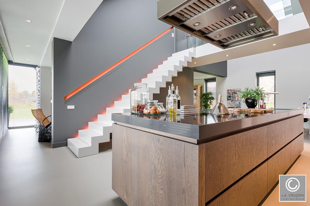 Keuken Met Trap : Moderne keuken en badkamer in landerd u2022 van der cruijsen interieurbouw